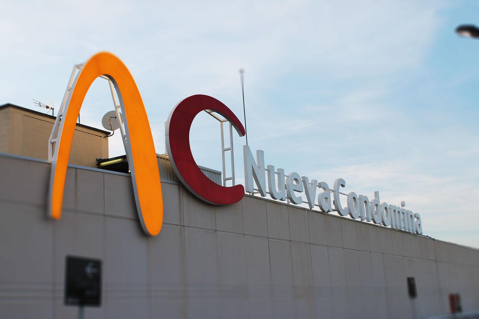 Rotulo del Centro Comercial Nueva Condomina
